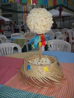 Festa Caipira Centro Mesa Leo Birthday, Happy Birthday, Build A Bear Party, Birthday Party Decorations, Birthday Parties, Sweet Trees, Baby Baptism, Farm Party, Ideas Para Fiestas