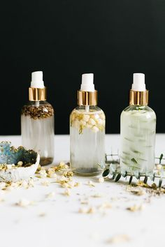DIY essential oil room sprays are an easy, natural way to freshen up around the . - DIY essential oil room sprays are an easy, natural way to freshen up around the . DIY essential oil room sprays are an easy, natural way to freshen . Do It Yourself Upcycling, Do It Yourself Home, Essential Oils Room Spray, Diy Candles Essential Oils, Diy Essential Oil, Essential Oil Brands, Making Essential Oils, Pure Essential, Aerosoles