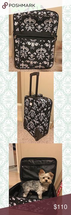 DAMASK 20 in SUITCASE Black and white damask print. 20 in. Various compartments. No stains or holes. Bags Travel Bags