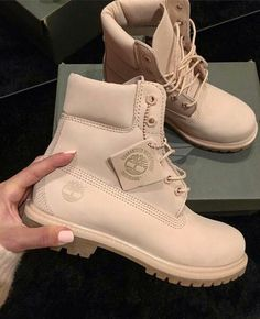 Timberland boots in beige / light brown // Photo: dori_szabo_offi .- Timberland Boots in beige / light brown // Photo: dori_szabo_official Mode Timberland, Timberland Boots Outfit, Timberlands Women, Timberlands Shoes, Converse Sneaker, Puma Sneaker, Sneaker Outfits, Timberland Waterproof Boots, Yellow Boots