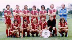 All in for Bayern: Past, Present, Future Football Season, Football Team, Soccer Teams, Back Row, Front Row, Team Photos, Big Men, Ronald Mcdonald, Baseball Cards