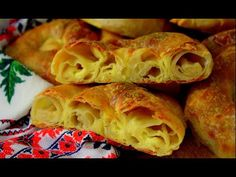Placinte invartite Rețetă Tradiţional Moldovenească - YouTube Snack Recipes, Snacks, Cabbage, Chips, Bread, Diet, Traditional, Vegetables, Strudel