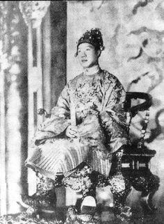 保大皇帝 坐像 - Bảo Đại - Wikipedia, the free encyclopedia
