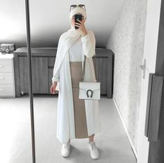 mentions J'aime, 17 commentaires - Hijab Fashion (Hijab Fashion and Styl. mentions J'aime, 17 commentaires – Hijab Fashion (Hijab Fashion and Styles.modern) sur In Hijab Fashion Summer, Modern Hijab Fashion, Muslim Fashion, Modest Fashion, Fashion Outfits, Fashion Fashion, Fashion Ideas, Hijab Casual, Hijab Chic