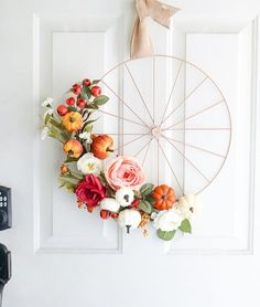 12 Easy DIY fall wreaths to transform and decorate your home this autumn to be cozy, homey and welcoming. Fall wreaths for front door, farmhouse and indoors. Diy Fall Wreath, Fall Diy, Holiday Wreaths, Wreath Ideas, Diy Craft Projects, Diy Crafts For Kids, Wreath Tutorial, Thanksgiving Decorations, Thanksgiving Ideas