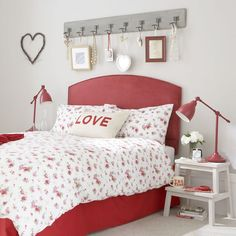 Fall for a pretty colour combo | Teen bedroom | PHOTO GALLERY | Ideal Home | Housetohome