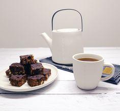 Teekanne und Henkelbecher von Ernst Tea Pots, Tableware, Home, Ageless Beauty, Nordic Design, Teapot, Tumblers, Home Decor Accessories, Dinnerware