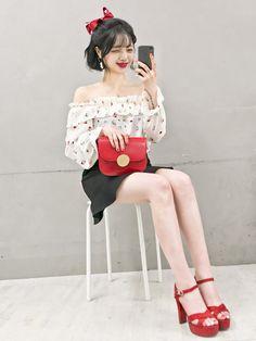 마리쉬♥패션 트렌드북! Tween Fashion, Pop Fashion, Cute Fashion, Girl Fashion, Fashion Outfits, Korean Fashion Minimal, Korean Street Fashion, Korea Fashion, Asian Fashion