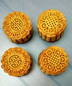 Traditional baked moon cakes with lotus and roasted sunflower seeds Roasted Sunflower Seeds Recipe, Sunflower Seed Recipes, Mooncake Recipe, Golden Syrup, Moon Cake, Recipe Link, Tray Bakes, I Foods, Yummy Food