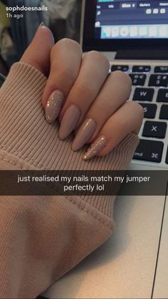 Nageldesign 10 elegante Rose Gold Nail Designs - Nails Art - Who Rose Gold Nails, Nude Nails, My Nails, Nail Rose, Peach Nails, Sparkle Nails, Gold Nail Designs, Dream Nails, Cute Acrylic Nails