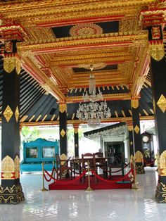 Keraton Jogja  It might be bizarre to find an active palace in a democratic nation like Indonesia. But Kraton Yogyakarta, is the seat of reigning Sultan Hamengkubuwono X.