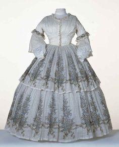 1856 - robe à volants - 2 volants entièrment imprimés. Victoria et Elizabeth