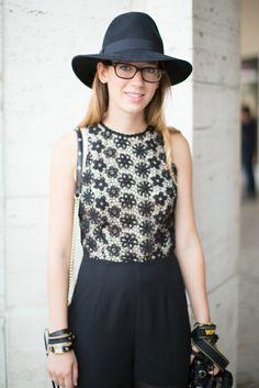 Une capeline femme grand chapeau femme tenue accessoires