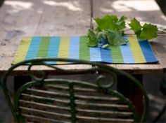 Gudrun Sjödén Frühling / Sommer 2014 -  Mit ihren fröhlichen Farben und dem grafischen Muster sind die Tischsets eine echte Zierde auf dem Esstisch.