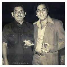 Sunil Dutt, Kishore Kumar, Bollywood Pictures, Vintage Bollywood, Bollywood Stars, Rare Photos, All About Time, Retro Vintage, Legends