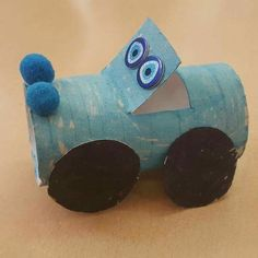 Have a toilet paper roll? Here are some easy toilet paper roll crafts ideas that you can teach your preschooler or older kid. Toilet Roll Craft, Toilet Paper Roll Crafts, Cardboard Crafts, Projects For Kids, Diy For Kids, Crafts For Kids, Toddler Crafts, Preschool Crafts, Transportation Crafts