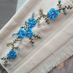 @elisiyagmurum • Instagram fotoğrafları ve videoları Embroidery Bags, Silk Ribbon Embroidery, Embroidery Patterns, Fabric Flower Headbands, Fabric Flowers, Bead Sewing, Fruit Shakes, Ribbon Work, Bargello