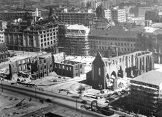 1951 - Als Graues Kloster wurde das Franziskanerkloster im mittelalterlichen Alt-Berlin bezeichnet. Nach der Überlieferung geht der Name auf den grauen Habit der Ordensleute zurück. Das Berliner Franziskanerkloster befand sich in der heutigen Klosterstraße im Ortsteil Mitte. Nach dem Ende des Krieges wurde die Ruine der Franziskaner-Klosterkirche baulich gesichert und gilt als Mahnmal des Krieges, zugleich auch als eine der letzten erhaltenen gotischen Sehenswürdigkeiten Berlins.
