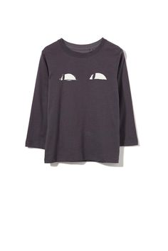 A long sleeved printed tee is a great accessory for your boys wardrobe. Such an easy basic that can be worn with any pants or shorts. With a rounded neckline and long sleeves this is a must have style which is available in a variety of colours.