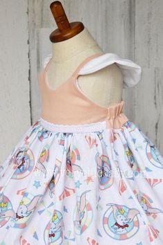 Alice In Wonderland Dress, Wonderland Costumes, Buy Costumes, Girl Costumes, White Baby Dress, Descendants Costumes, Baby Dress Design, Rainbow Baby, Birthday Dresses