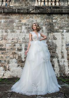 Model M09.16 Wedding Hair And Makeup, Hair Makeup, Romanian Wedding, Maya Fashion, The Bride, Designer Wedding Dresses, Wedding Hairstyles, Model, Weddings