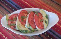 Eggface Healthy Recipes - Caprese Salad with Avocado Gourmet Recipes, Mexican Food Recipes, Diet Recipes, Vegetarian Recipes, Healthy Recipes, Vegetable Prep, Vegetable Salad, Avocado Salad, Caprese Salad