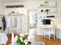 Open closet (only organized people)