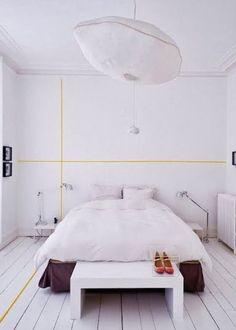 Le DIY du jour : créer une perspective avec du WashiTape dans une chambre blanche ! Faites le plein de bonnes idées sur notre tableau Pinterest Masking Tape déco https://fr.pinterest.com/bonjourbibiche/masking-tape-d%C3%A9co/ #inspiration #décoration #bonjourbibiche