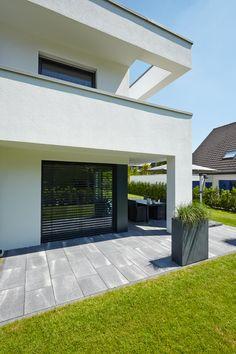 METTEN Linaro: Linaro Dolomitgrau gemasert. Pergola, Garage Doors, Outdoor Structures, Outdoor Decor, Home Decor, Houses, Walkways, Paving Stones, Driveway Entrance