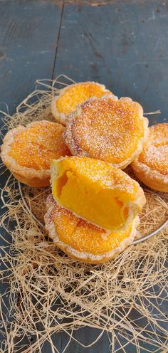 Alquimia dos Tachos: Suspiros de Amantes Spanish Desserts, Portuguese Desserts, Portuguese Recipes, Mini Desserts, Cookie Desserts, Cupcakes, Cupcake Cakes, Sweet Recipes, Cake Recipes
