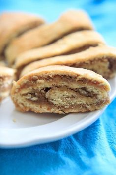 Nana& Potica recipe - a Slovenian nut roll traditionally served at Easter and Christmas. Make this to give as gifts or for dinner parties. Brunch Recipes, Gourmet Recipes, Dessert Recipes, Cooking Recipes, Cookbook Recipes, Pie Recipes, Desserts Ostern, 13 Desserts, Italian Easter Bread