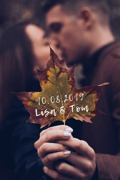55 creative engagement photo ideas – Informations About 55 kreative Verlobungsfotos-Ideen – Hochzeitskiste Pin You can easily use Winter Engagement Photos, Engagement Photo Poses, Engagement Photo Inspiration, Engagement Couple, Engagement Pictures, Engagement Shoots, Wedding Engagement, Engagement Ideas, Wedding Pictures