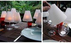 Uma taça, uma vela e papel em formato de cone, formando assim um mini-abajur
