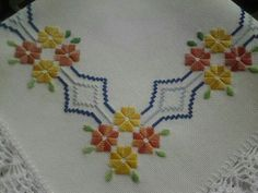 ponto reto - toalhabordado bargello o florentino ile ilgili görsel sonucu Hardanger Embroidery, Cross Stitch Embroidery, Embroidery Patterns, Hand Embroidery, Cross Stitch Borders, Cross Stitch Designs, Cross Stitch Patterns, Bordado Tipo Chicken Scratch, Decor Pillows