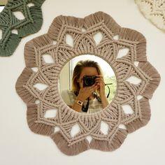 Macrame Mirror, Macrame Art, Macrame Projects, Macrame Knots, Macrame Wall Hanging Patterns, Macrame Patterns, Bedroom Crafts, Macrame Design, Bracelet Crafts