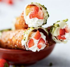 Mandelruller med jordbærskum