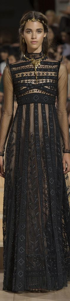 Valentino FW 2015 couture black gown runway // Pinned by Dauphine Magazine x Cas. Fashion Details, Look Fashion, High Fashion, Fashion Show, Fashion Design, Fall Fashion, Luxury Fashion, Womens Fashion, Beautiful Gowns