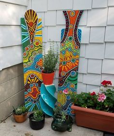 valentin YARD ART Porch Sign Funky Painted Handmade Exterior Art How to Choose a Color When Painting Yard Art Crafts, Garden Crafts, Garden Art, Garden Deco, Garden Whimsy, Diy Garden, Mosaic Garden, Mosaic Art, Garden Paving