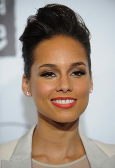 Alicia Keys Retro Eyes - Alicia Keys – Talented as she is important to our world. Compassionate, generous and genuine… - Beautiful Black Women, Beautiful People, Simply Beautiful, Short Hair Styles, Natural Hair Styles, Classic Beauty, Hairdresser, Your Hair, Makeup Looks
