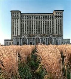 Abandoned Wonders of Commercial and Industrial Architecture: Michigan Grand Terminal, Detroit, MI. I've literally seen this my whole life , going to Detroit Abandoned Buildings, Abandoned Detroit, Abandoned Property, Abandoned Mansions, Old Buildings, Abandoned Places, Abandoned Train, Abandoned Castles, Magic Places