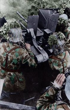 20mm Flakvierling (Flak Quadruplet) in Normandy, manned by men of a Luftwaffe Field Division. Pin by Paolo Marzioli
