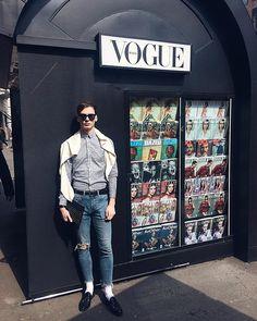 #vscocam #vsco #milano #kiosque #vogue #vogueitalia #menswear #menstyle #mensfashion #magazine Rudy Outreville Milano, Vsco, Menswear, Vogue, Mens Fashion, Style, Kiosk, Moda Masculina, Swag