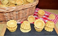 Aluat fraged pentru mini tarte sărate - Rețete Merișor Baby Food Recipes, Cake Recipes, Snack Recipes, Dessert Recipes, Cooking Recipes, Snacks, Jacque Pepin, Mini Cheesecakes, Appetizer Dips