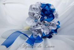Bouquet de flores de tela, en azules y platas con cristales también en plata y azules . Nos recuerda la calma, la templaza, el disfrute, la alegría detalles mágicos que desean las novias y que intentamos plasmar en nuestras creaciones, para que puedan estar por siempre jamás a tú lado. algodondeluna@gmail.com o 606619349
