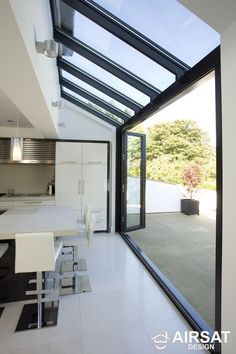 Love open to outside. Glass roof and walls with glazing bars running through in line. Huddersfield Kitchen Extension by Architecture in Glass by AproposUK, House Extension Design, Glass Extension, Rear Extension, Extension Ideas, Bifold Doors Extension, Extension Google, Side Return Extension, Building Extension, Sweet Home