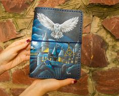 Hogwarts Owl Art Harry Potter Gift Journal Travelers Notebook Hand Painted Leather A5 Size - Sanati Factory #handpaintednotepad #harrypotter Personalized Journals, Custom Journals, Handmade Journals, Leather Sketchbook, Leather Journal, Leather Diary, Daily Planners, Harry Potter Gifts, Travel Journals