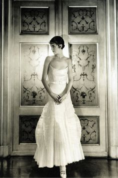 Marion Morehouse in Condé Nast's apartment, photo by Cecil Beaton, Vogue, 1929