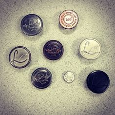 To us, buttons are like candy. (But don't make us choose between them and chocolate. Leather Label, Metal Trim, Lee Jeans, Clothing Labels, Hang Tags, Vintage Outfits, Buttons, How To Make, Zara