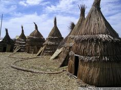 Lago Titicaca - Puno - Peru Una fotito más de la Isla Flotante de los Uros y sus casas :)