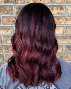 45 Shades of Burgundy Hair: Dark Burgundy, Maroon, Burgundy with Red, Purple and Brown Highlights - Care - Skin care , beauty ideas and skin care tips Burgundy Hair With Highlights, Dark Burgundy Hair, Red Brown Hair, Bright Red Hair, Long Brown Hair, Red Hair Color, Brown Hair Colors, Hair Highlights, Red Purple